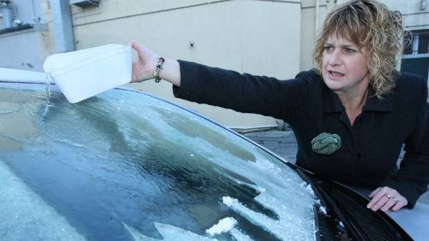 Snow and ice! What is the best way to look after your windscreen? Strathclyde Windscreen Repair